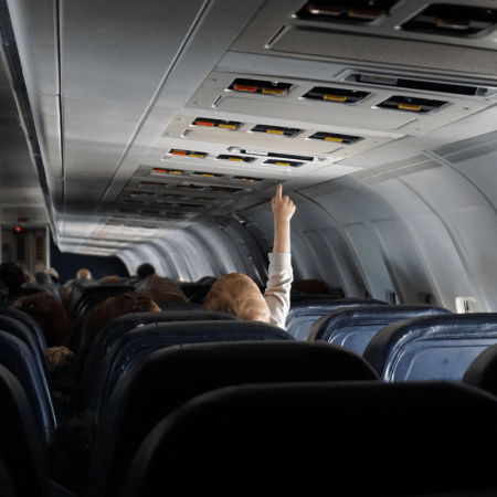 Comment faire pour prendre l'avion avec des jeunes enfants ?