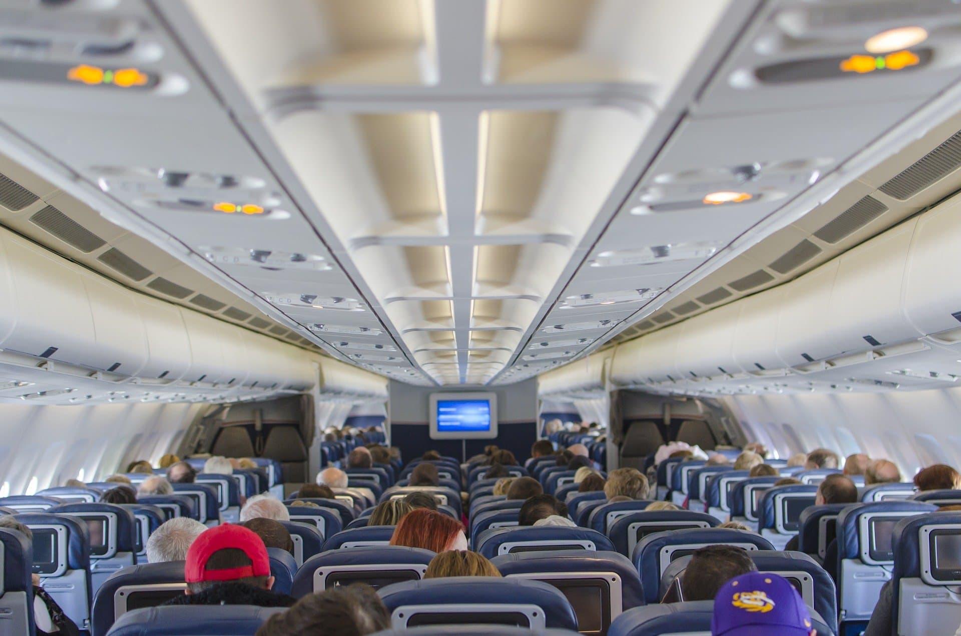 Rasoir, briquet, cigarette électronique… quels objets sont autorisés dans l'avion ?